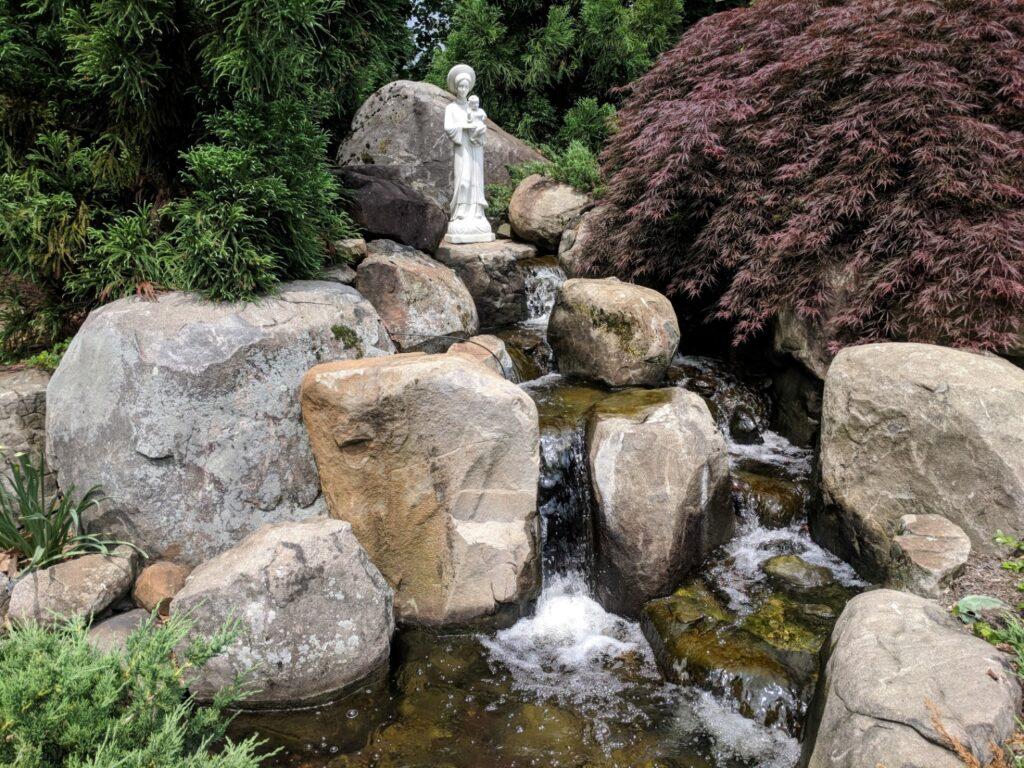 Memorial garden cascade offers privacy and encourages contemplation, Elizabethtown, PA